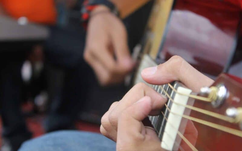 13 Effective Guitar Tips For Beginners [Best Ways To Start] - Guitar Top  Review
