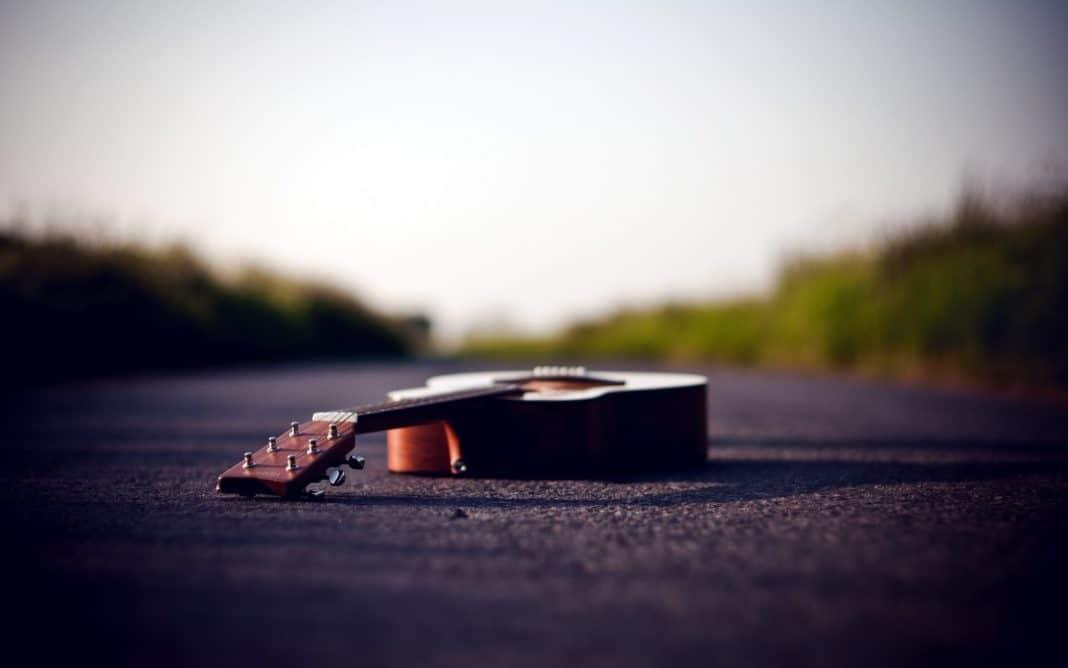 Fender-Sonogram-SCE-acoustic-electric-guitar-review
