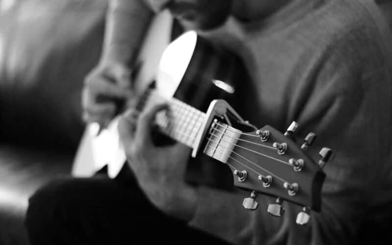 How to use a capo on guitar