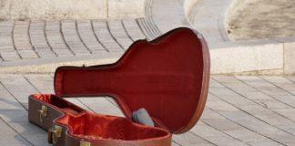 best-guitar-case-for-flying