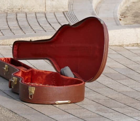 best-guitar-case-for-flying