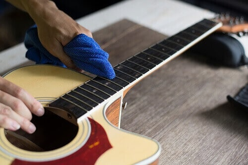 how to clean acoustic guitar