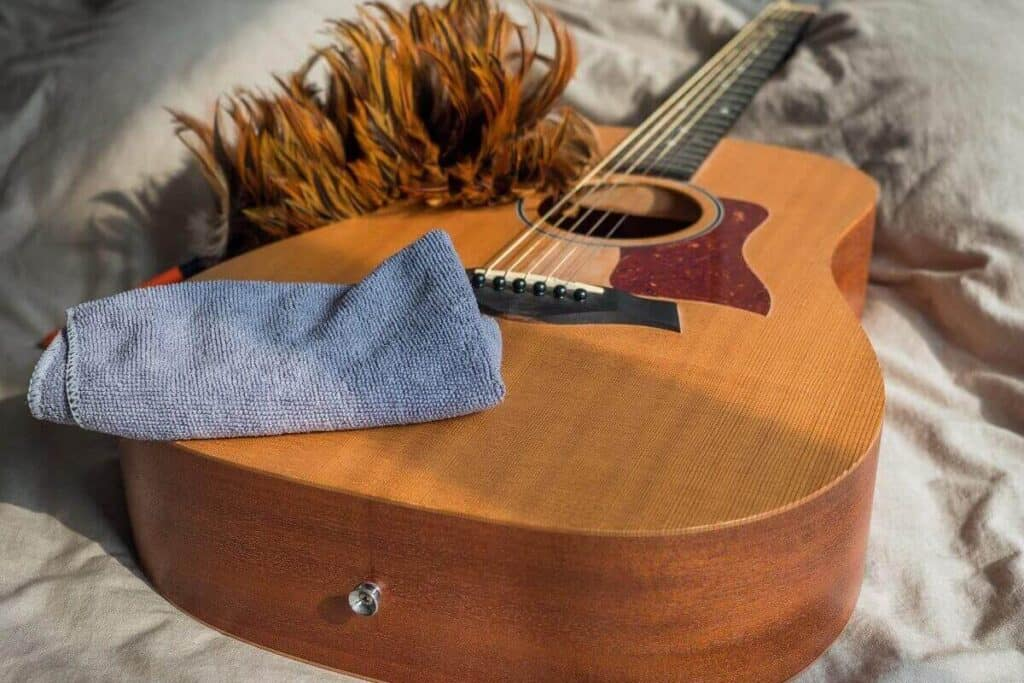 How-to-clean-an-acoustic-guitar