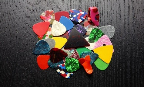 different guitar pick shapes