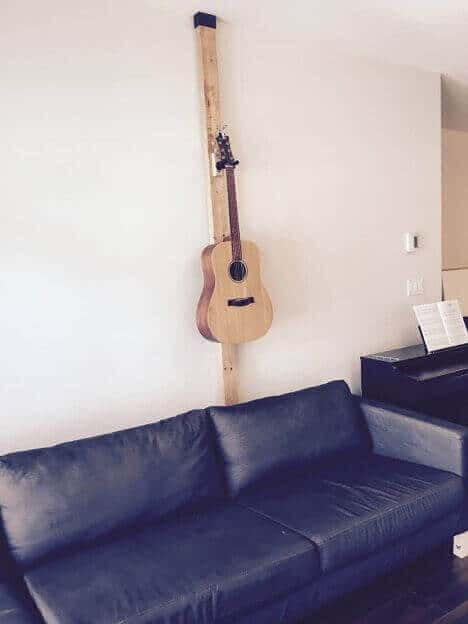 hanging-guitar-without-drilling